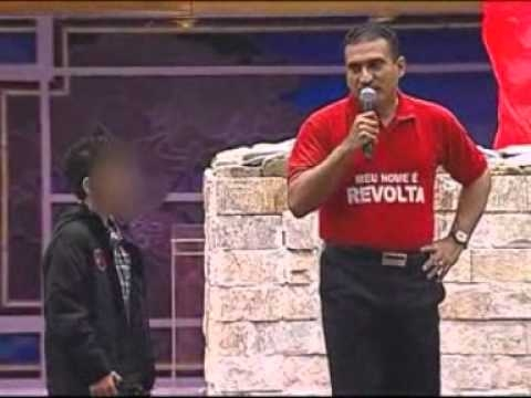 crianca_dando_dinheiro_na_igreja
