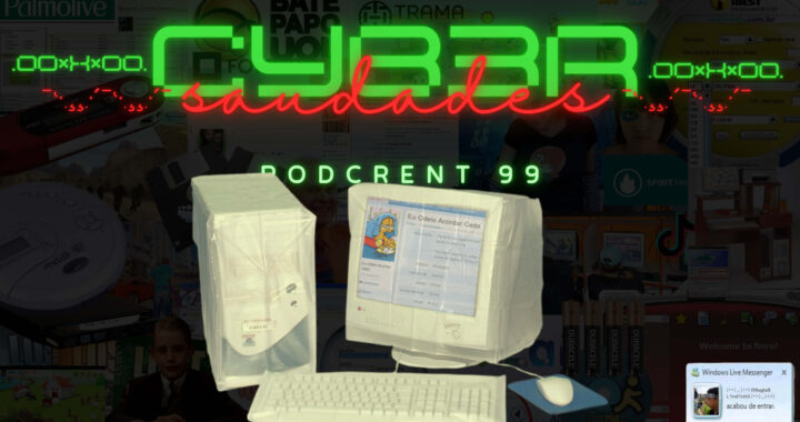 """Fundo preto. Na frente computador modelo dos anos 2000 coberto por uma capa plástica. Letreiro escrito """"Cyber Saudades""""."""
